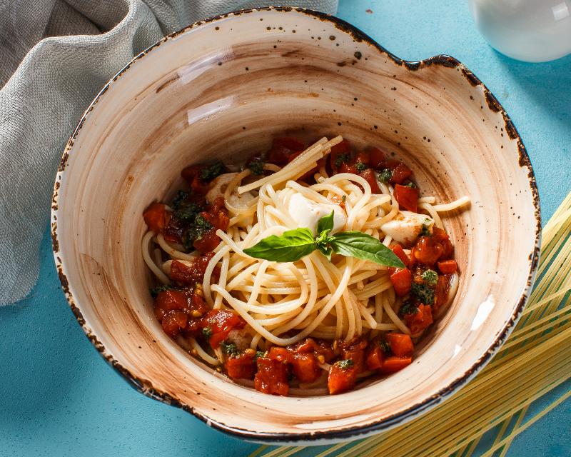 Спагетти капрезе-неаполитано