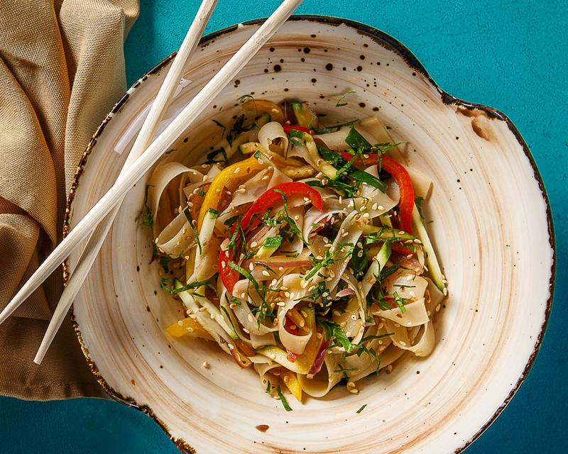 Лапша рисовая Вок, с овощами и  имбирным соусом