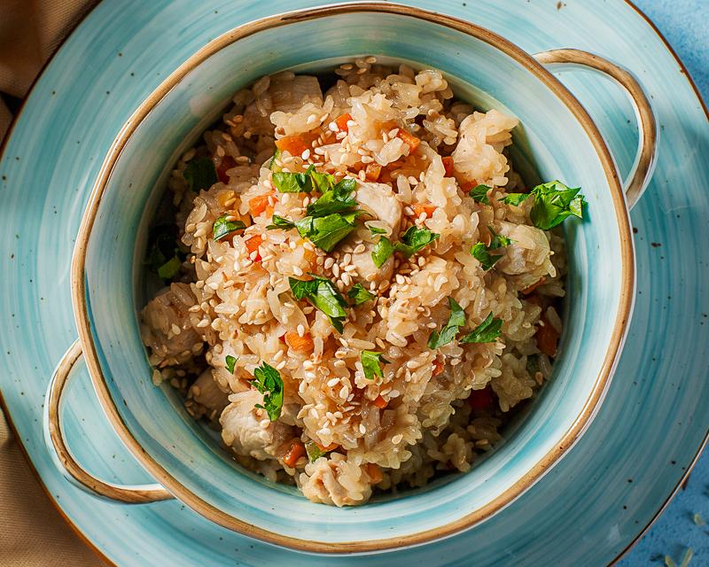Рис с курицей, овощами и соусом терияки