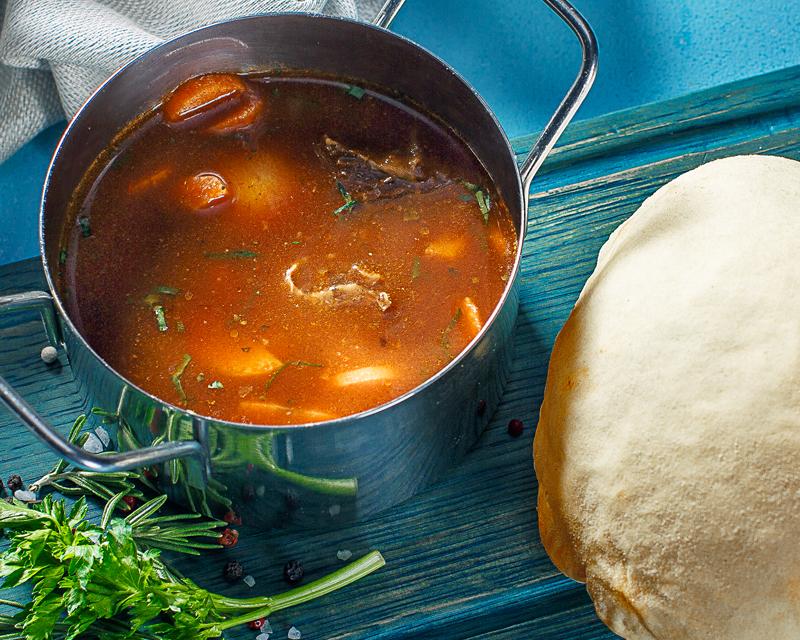 Суп густой Мясной, с томленой говядиной, под крышкой из теста